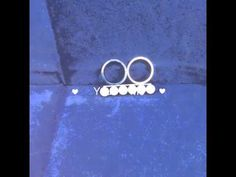 Two Finger Rings with 6 Off-white Plastic Pearls r002984