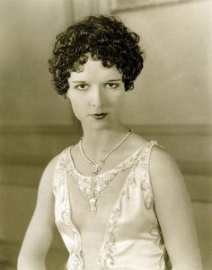 Louise Brooks with curls!