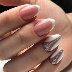 Oval nails have become very popular in recent years. Oval nails have become quite fashionable in today's fashion world. Encouraging color combinations play a role in Oval nail design, making them look smarter. Here are 44 Stylish Oval Nail Art Desi Cute Gel Nails, Glitter Nails, Pretty Nails, Oval Nail Art, Oval Nails, French Nails, Hair And Nails, My Nails, Pinterest Nail Ideas