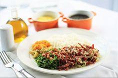 Carne seca acompanhada de arroz, feijão, farofa, couve com bacon e abóbora refogada é um dos novos pratos do cardápio da Tasca do Zé e da Maria. Brazilian food. Yum!!!