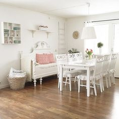 Shabby and Charme: White and grey per una bella casa svedese