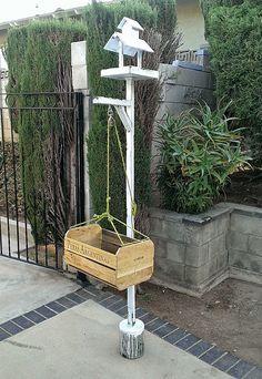 bird feeder pulley system - Google Search Backyard Birds, Pulley, Bird Feeders, Honey, Google Search, Metal, Recipes, Ideas