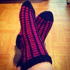 Knitting Socks, Knit Socks, Mittens, Gloves, Crafts, Fashion, Fingerless Mitts, Moda, Manualidades
