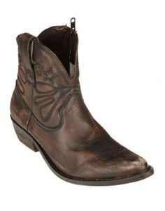 ​This pair of good quality, leather cowboy boots is a must-have for every woman this winter. If you are looking for a pair of versatile and sexy shoes, the Neve Cowboy Boots by Levi\'s in brown, will make the perfect addition to your shoe collection.