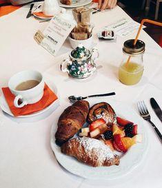 Il sole splende finalmente, e se il buongiorno si vede dal mattino..🍀🌞 #buongiorno#colazione#b&b#breakfast#bergamo