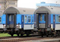 B 256, 20-41 a Bdt 262, 50 54 20-19 186-6, porovnání laků čel vozů, Olomouc hl.n., 25.08.2013 – Databáze železničních vozů Train, Strollers