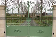Portail en Fer Forgé, Porte - Fer Forgé, Ferronnerie d'art, Forgeron - Sur Mesure Métallique Dordogne 24 / Lot et Garonne 47 Driveway Gate, Fence Gate, Fences, Stair Railing Design, Iron Stair Railing, Iron Garden Gates, Garden Fencing, Front Gates, Entrance Gates