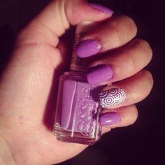 Super cute purple mani from @jesstaketwo!