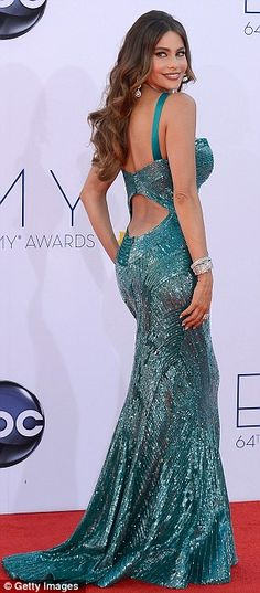 #2231 britt love this! Show off: Sofia asked Ryan Seacrest's seal of approval on her dress by shimmying for him