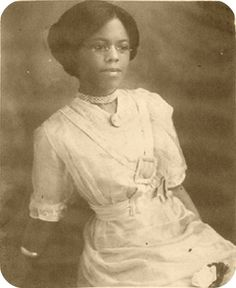 theladyscloset:   Clara Belle Williams, the first black graduate of the New Mexico State University (1908) x