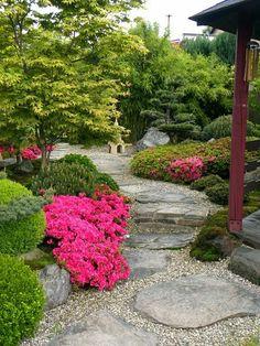 35 Fascinating Japanese Garden Design Ideas – Home Decoration Japanese Garden Landscape, Small Japanese Garden, Japanese Garden Design, Japanese Gardens, Small Backyard Gardens, Outdoor Gardens, Backyard Garden Design, Garden Landscaping, Japan Garden