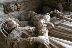 Effigies on the Savage memorial, St. Mary's Church, Elmley Castle--Sir William Savage, d. 1616; his son, Sir Giles, d. 1631; Catherine Savage, wife of Sir Giles, holding posthumous baby. Lady Catherine d. 1674 (and is actually buried in Malvern Priory, not here); I assume the baby died at birth or soon after, as four other weepers are kneeling by their feet. Photograph by Philip Halling, via Geograph
