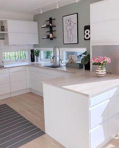 G o d k v e l d 🌿 Håper dere har hatt en fin dag💛 Nå skal jeg en liten t. Home Decor Kitchen, Interior Design Kitchen, New Kitchen, Home Kitchens, Kitchen Cupboard, Kitchen Modern, Casa Mix, Küchen Design, House Design