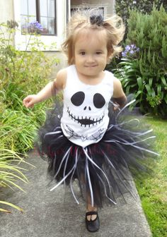 Halloween nightmare before Christmas wreath of Jack Skellington that you can use in 2014 Nightmare Before Christmas Wreath, Christmas Wreaths, Christmas Tutu, Christmas Scenes, Christmas Fashion, Fall Halloween, Halloween Costumes, Christmas Costumes, Jack And Sally