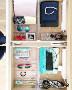 Say goodbye to cord chaos! Just add a charging strip, a few clear drawer bins and an expandable divider to conquer that drawer. 💪 . 📷: @simplyorganized