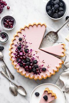 Blackberry & White Chocolate tart (Vegan & Gluten-free) recipes Informations About 🥮Einfach Köstlich! Tarte Vegan, Tart Recipes, Almond Recipes, Dessert Recipes, Keto Recipes, Curry Recipes, Healthy Recipes, Vegan Desserts, Just Desserts