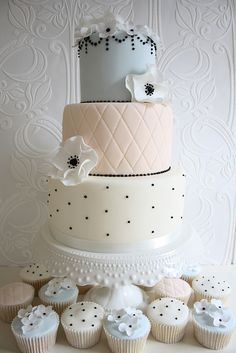 Cotton and Crumbs wedding cake