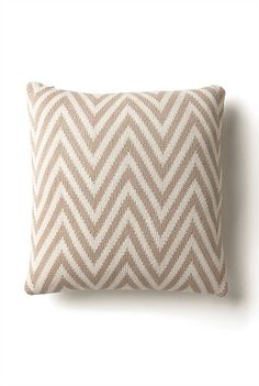 Cushions & Throws - Knitted Zig Zag Cushion More zig zag! Pot Of Gold, Xmas Party, Zig Zag, White Christmas, Home Accessories, Projects To Try, Cushions, Throw Pillows, Fabric