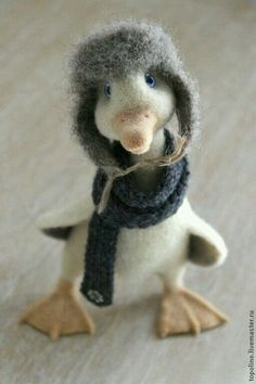 toy art Needle felted duck by oksana caccioppoli. So cute and so perfectly made! Needle Felted Animals, Felt Animals, Baby Animals, Cute Animals, Wet Felting, Needle Felting, Wool Art, Felt Toys, Soft Sculpture