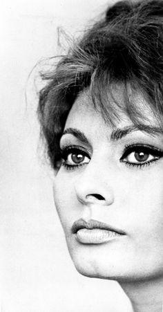 Sophia Loren Portrait Close Up-cinema print on canvas, print on wood, print on steel or print on paper Old Hollywood Glamour, Vintage Hollywood, Classic Hollywood, Maria Callas, Tilda Swinton, Timeless Beauty, Classic Beauty, Ute Lemper, Kino Theater