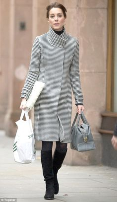 Kate Middleton does some Christmas shopping at Peter Jones department store | Daily Mail Online