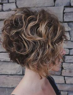 20 Ideas Of Wedge Haircut To Show Your Hair From The Best Angle - Curly Bob Hairstyles Haircuts For Curly Hair, Short Bob Hairstyles, Hairstyles Haircuts, Curly Hair Styles, Formal Hairstyles, Natural Hairstyles, Bobs For Curly Hair, Wedding Hairstyles, Amazing Hairstyles