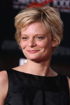 The best Martha Plimpton Photos on RavePad! Ravepad - the place to rave about anything and everything! Short Hair Styles For Round Faces, Hairstyles For Round Faces, Martha Plimpton, Dorothy Hamill, John Carradine, Actor John, Good Wife, Video Film, Celebs