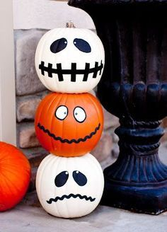 DIY - Halloween Jack-O'-Totum Craft plus lots of cute Halloween decor/ baking ideas. Spooky Halloween, Holidays Halloween, Halloween Pumpkins, Halloween Crafts, Happy Halloween, Halloween Decorations, Classy Halloween, Halloween 2017, Halloween Buckets