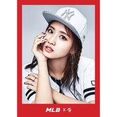 TWICE x MLB Korea 2017 SS Collection Twice Mo Mo Glitter Logo NY Snapback