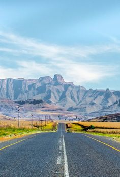 The Drakensberg in photos: check out these gorgeous shots for a glimpse into one of the most spectacular landscapes in South Africa. Hiking Photography, Landscape Photography, Royal Caribbean Ships, Kwazulu Natal, Out Of Africa, Africa Travel, Beautiful Landscapes, Monument Valley, South Africa