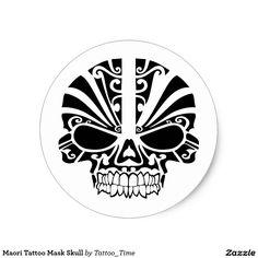 Cráneo maorí de la máscara del tatuaje pegatina redonda