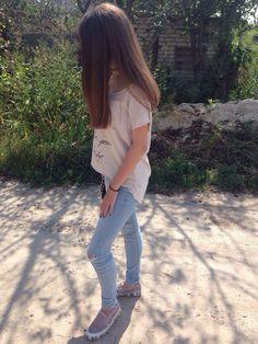 Девушка с короткими волосами без лица
