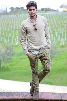 Casual, elegante, estiloso... ¿Qué más se quiere?  #moda #hombre #outfit #modelo #italiano #estilo