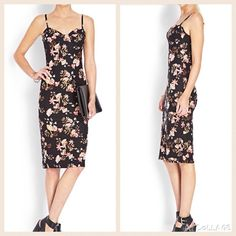 Floral Midi Dress Forever 21 floral midi dress.Sweetheart neckline.Adjustable floral straps.Lightweight ,unlined.I only wore it 1 x Forever 21 Dresses Midi