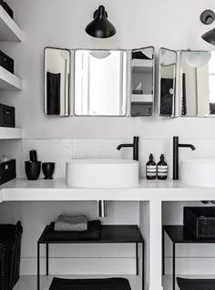 White tiled simple bathroom with vintage mirrors I bad badezimmer schwarz weiss Budget Bathroom, Laundry In Bathroom, Simple Bathroom, Bathroom Interior, Bathroom Ideas, Bathroom Small, Master Bathroom, Bathroom Organization, Bathroom Storage