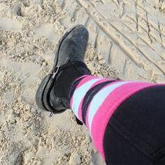 Vive les vacances ! Il fait pas beau mais cheval tous les jours que demander de plus ?? (@tiana_wasserman mes bottes sont quand même moins propres que les tiennes t'as vu haha )