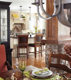 Bâtie dans une clairière cette belle maison canadienne est un cocon idéal pour faire le plein d'énergie en toute tranquillité. Decoration, Table Settings, Canadian House, House Beautiful, Decor, Place Settings, Decorations, Decorating, Dekoration