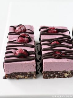 Vegan and Gluten-Free Raspberry Slice Bars. Like a raw Raspberry cheesecake, with chocolate nut crust. Deliciously raw and healthy! Coconut Desserts, Raw Desserts, Raw Cheesecake, Raspberry Cheesecake, Raspberry Recipes, Patisserie Vegan, Fig Cake, Roh Vegan, Raw Chocolate