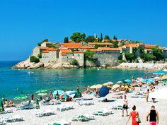 Karadağ'ın en güzel sahiline sahip Budva'da deniz sezonu açıldı. Sende bu sahillerde güneşlenmek istiyorsan Budva (Montonegro) turumuza bir göz at yeter.
