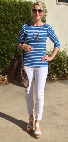HOW TO WEAR WHITE SKINNY JEANS  striped shirt  aviator sunglasses  gold necklace  brown bag  white wedges