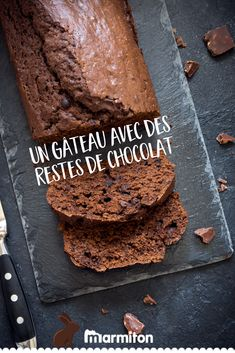 Cake with leftover chocolates , An anti-gasp chocolate cake with the remains of Easter or Christmas chocolates! Mamiton helps you limit your waste. Chocolate Lovers, Chocolate Recipes, Chocolate Cake, Sweet Recipes, Cake Recipes, Cake Chocolat, Tasty Dishes, I Love Food, Coco