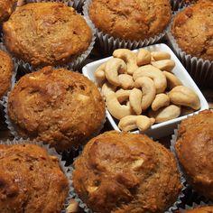 Muffins aux noix de cajou | Recettes du Québec Muffin Recipes, Cupcake Recipes, Brownie Cookies, Pie Dessert, Beignets, Cookies Et Biscuits, Scones, Veggies, Cupcakes
