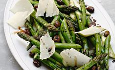 Roasted Asparagus With Black Olives By Alain Ducasse Alain Ducasse, Y Food, Canapes, Serving Dishes, Green Beans, Side Dishes, Roast, Vegan Recipes, Vegane Rezepte