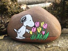 Snoopy tulips painted rock Snoopy tulips painted rock,Steine bemalen Snoopy tulips painted rock Related posts:Plant Puns on Painted Potted Flower Pots - Adorable Gift Idea to Make Them Smile! Tulip Painting, Pebble Painting, Pebble Art, Stone Painting, Rock Painting Patterns, Rock Painting Ideas Easy, Rock Painting Designs, Painted Rock Animals, Painted Rocks Kids