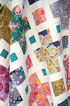 The Violet Quilt - A New Pattern | Kitchen Table Quilting History Of Quilting, Quilting Tips, Quilting Tutorials, Quilting Projects, Quilting Designs, Scrappy Quilts, Easy Quilts, Rag Quilt, Batik Quilts