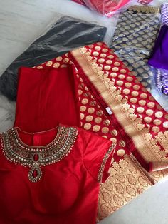 Red z perfect Sari Blouse Designs, Fancy Blouse Designs, Saree Blouse Patterns, Bridal Blouse Designs, Indian Bridal Outfits, Red Saree, Elegant Saree, Saree Wedding, Bridal Sarees