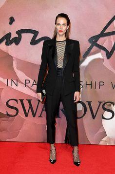 Aymeline Valade en costume Alexandre Vauthier haute couture de la collection automne-hiver 2016-2017 et escarpins Jimmy Choo