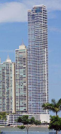 The Point, en Punta Paitilla, ciudad De Panamá. Con 266m y 67 plantas