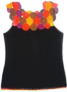 Blusa elaborada en modal negro y tejido a crochet en hilos de colores rojo, naranja, amarillo y marrón, Talla M