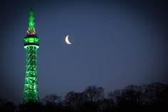 Brzké ráno v Praze - Petřínská rozhledna. Early morning in Prague - Petrin tower